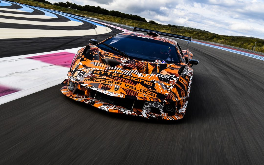 Lamborghini SCV12: Μαινόμενος ταύρος παλεύει με 830 ίππους (video)