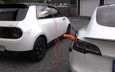 Honda e: Μπορεί να φορτίσει ένα Tesla; (video)