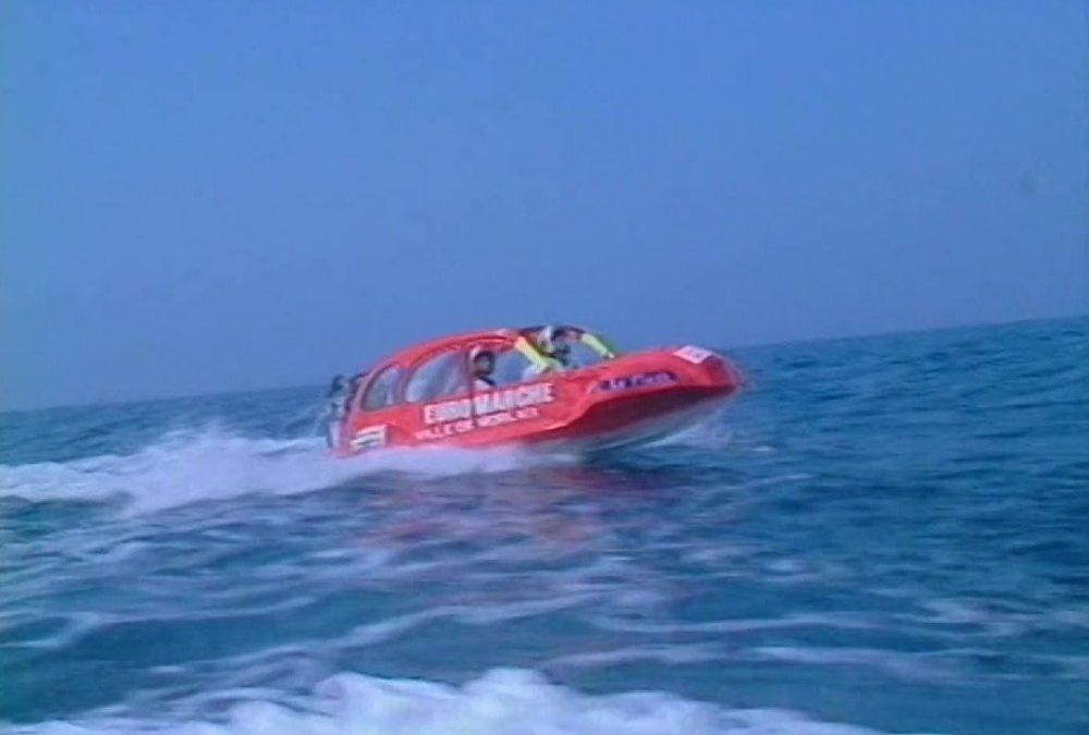 To μοναδικό Citroen 2CV που έμπαινε στο νερό και δεν πνίγονταν! (video)