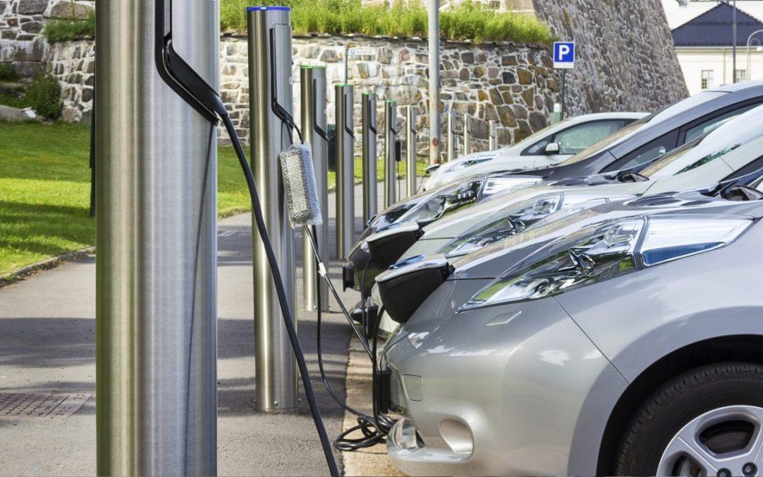 ΔΕΗ – Ηλεκτροκίνηση: Που θα κατασκευάσει τους πρώτους 1.000 σταθμούς φόρτισης αυτοκινήτων