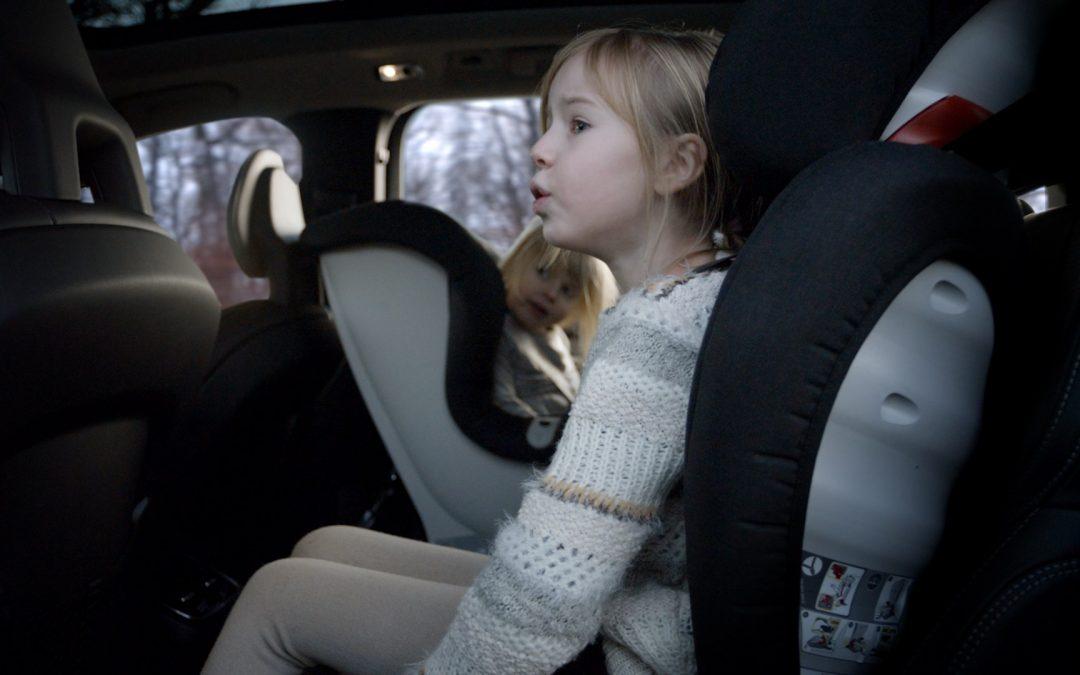Volvo: Απαντά σε απορίες για τα παιδικά καθίσματα (video)