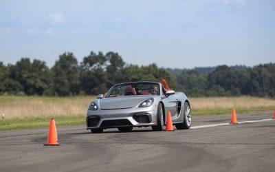"Porsche:16χρονη στο βιβλίο ""Guinness World Records"" οδηγώντας την 718 Spyder"