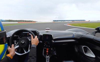 McLaren Elva: Μπαίνει στο Σίλβερστον, στα χέρια του Λάντο Νόρις (videos)