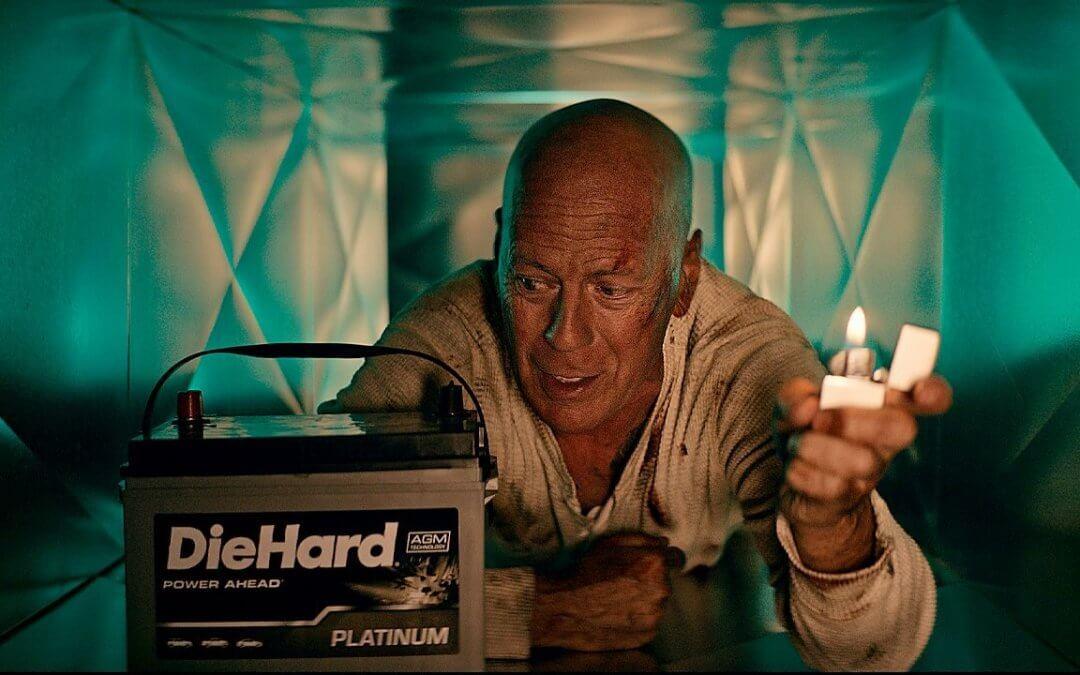 Ο Bruce Willis διαφημίζει μπαταρίες με όνομα από την ταινία που τον έκανε διάσημο (video)