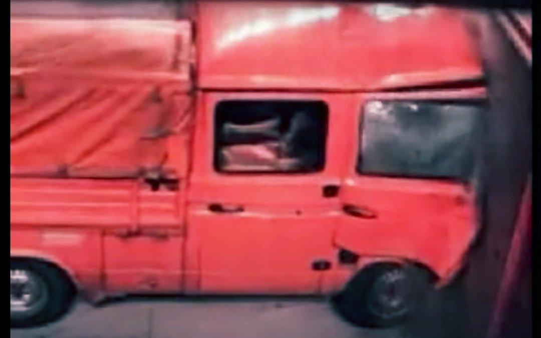 Το αδιανότηο crash test κινέζικου φορτηγού με 64χλμ./ώρα. Τρόμος (Video)