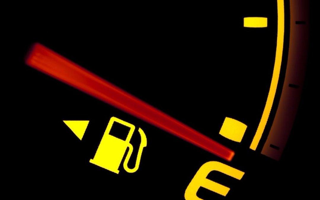 Δείτε γιατί Δεν πρέπει να οδηγείτε με αναμμένο το λαμπάκι της ρεζέρβας