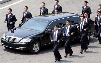 Δείτε τα απίστευτα «εργαλεία» που οδηγούν οι παγκόσμιοι  ηγέτες, και αυτό του Πάπα (Photos)