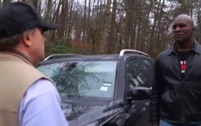 Πούλαγε μαγκιές στο δρόμο μέχρι που βγήκε ο γίγαντας! (Video)