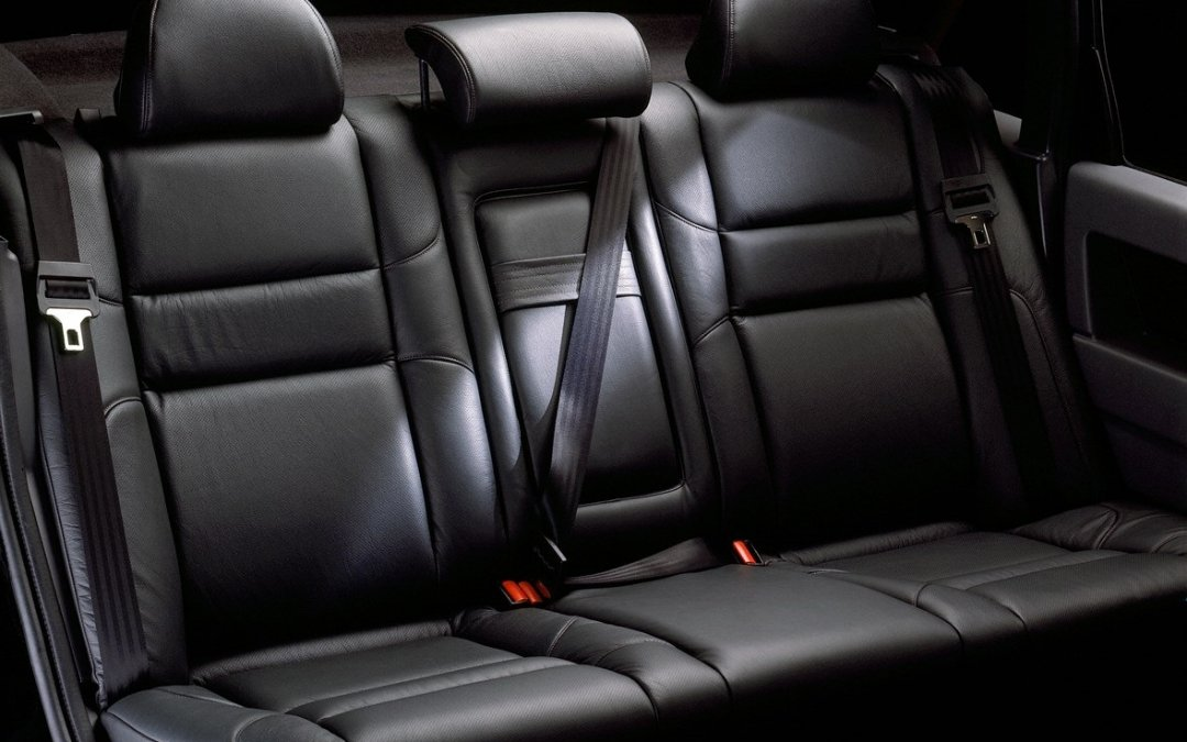 """Οδηγώντας με ασφάλεια: """"Είμαι στο πίσω κάθισμα. Πρέπει να βάλω ζώνη;"""""""