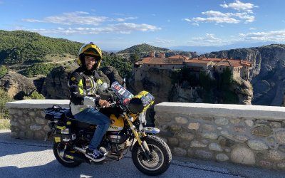 Γυρίζοντας τον κόσμο με μια μικρή μοτοσυκλέτα Honda
