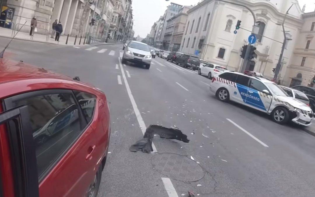 Περιπολικό περνάει με κόκκινο και τρακάρει διερχόμενο όχημα. Ποιος έχει δίκιο; (Video)