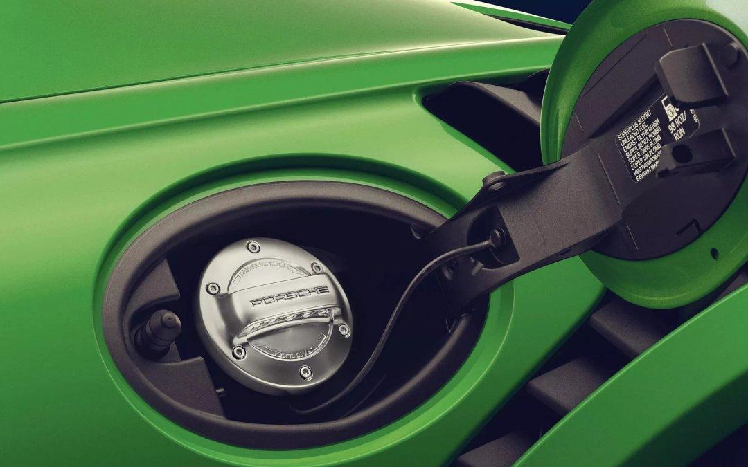 Porsche: Ξεκίνησε ήδη να παράγει συνθετικά καύσιμα