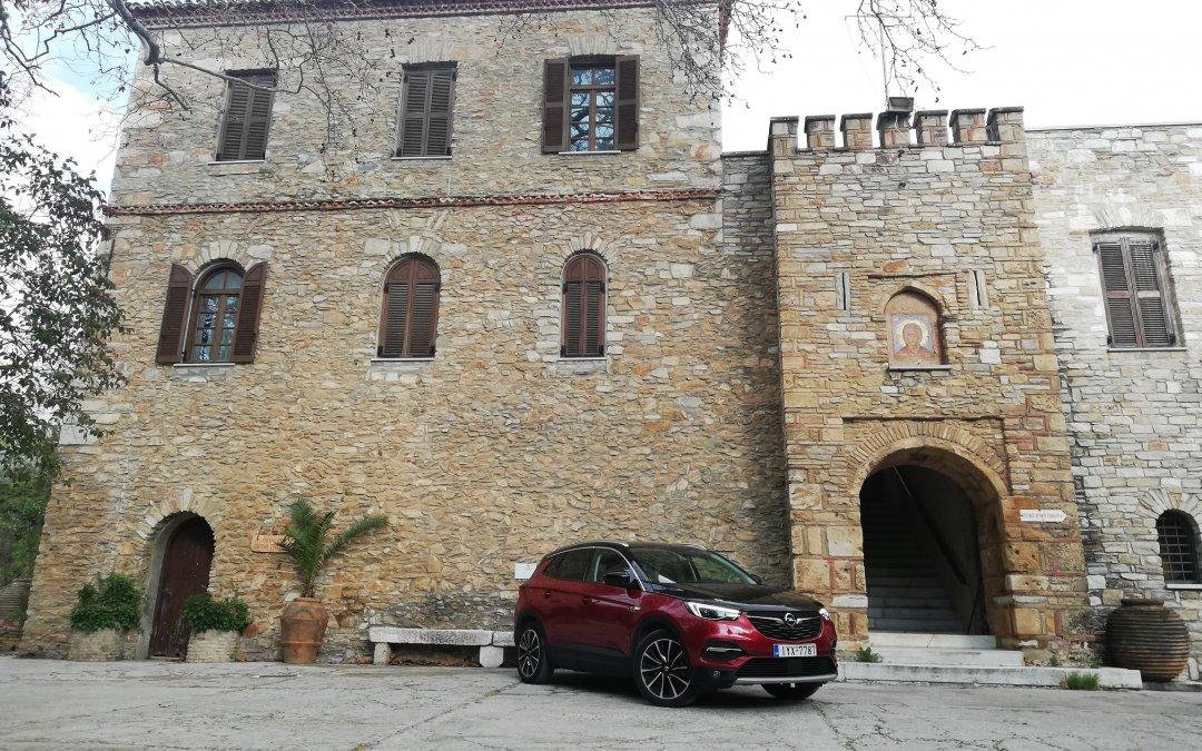 Εξερευνούμε την Πεντέλη με το Opel Grandland X Hybrid4