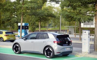 Volkswagen: Είναι επικίνδυνες οι μπαταρίες των ηλεκτρικών οχημάτων;