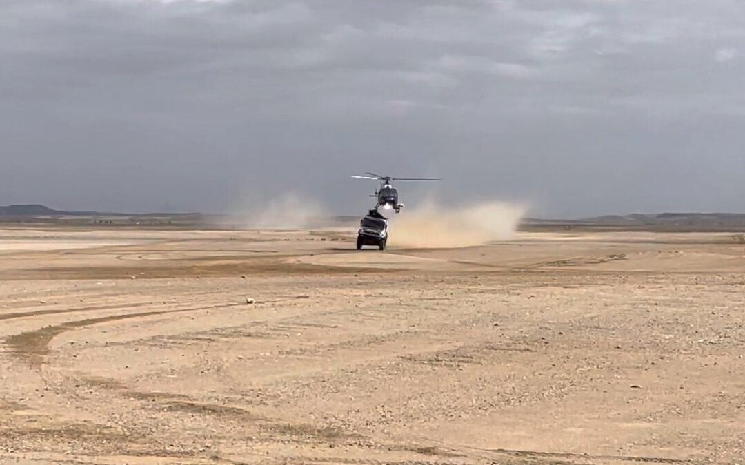 Ντακάρ: Έπαφή ανάμεσα σε φορτηγό και ελικόπτερο (videos)