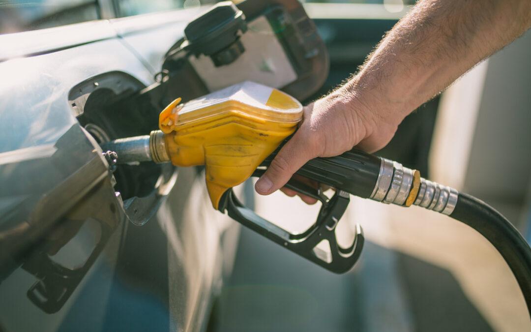 """Γιατί μετά το """"Κλικ"""" της αντλίας πρέπει να μη βάζουμε άλλο καύσιμο;"""