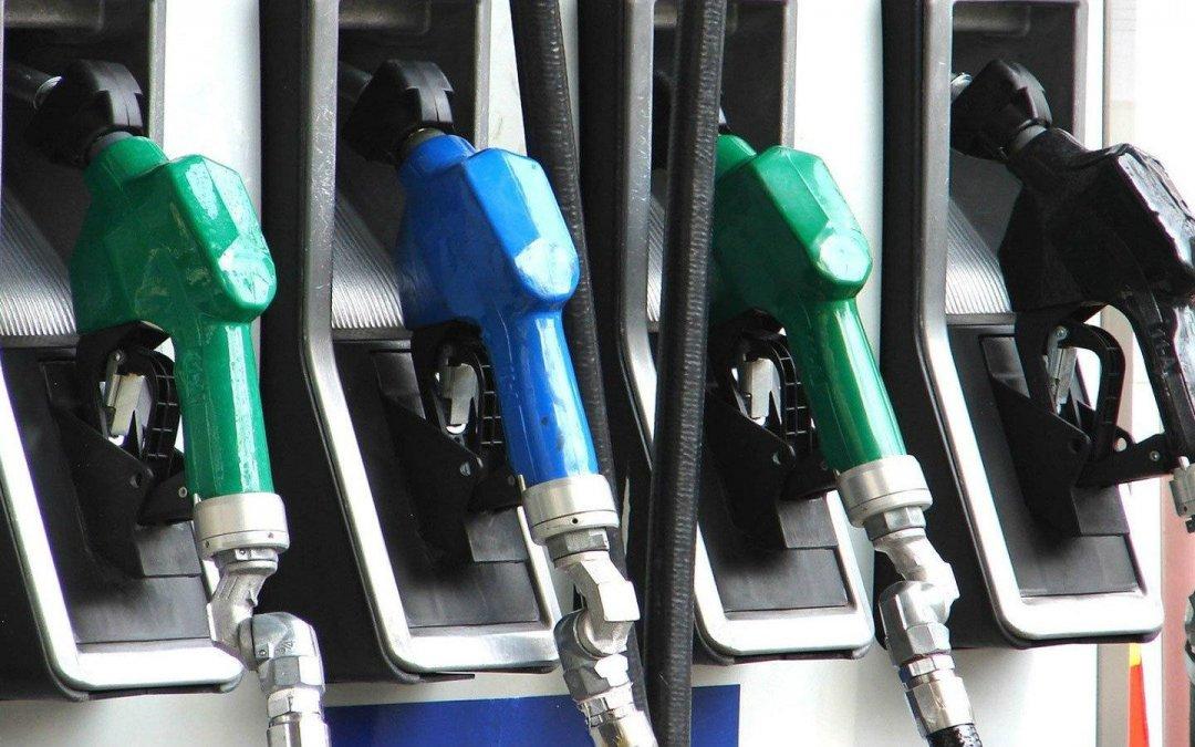 """100άρα ή 95άρα βενζίνη; Μήπως """"πετάμε"""" τα λεφτά μας με την 100άρα;"""