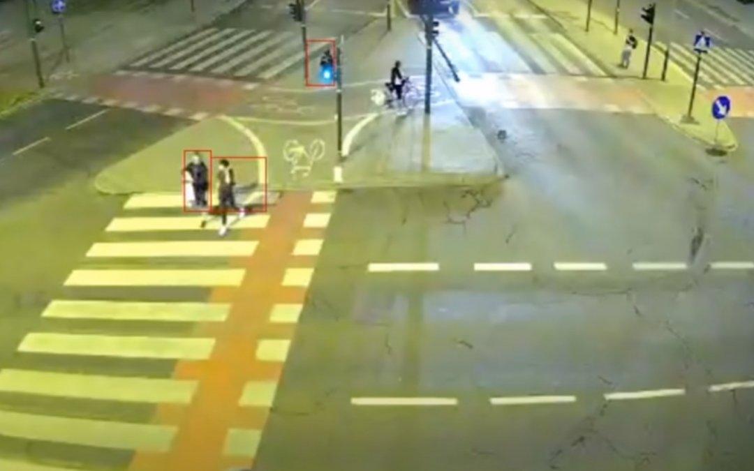 Πέρασε κόκκινο με 100χλμ./ώρα και κάρφωσε διερχόμενο όχημα φέρνοντας το πανικό (Video)