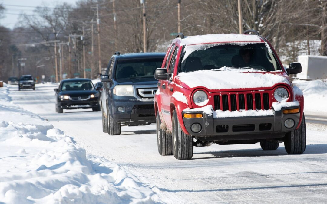 Οδηγώντας με ασφάλεια: Τί προσέχουμε σε περίπτωση χιονισμένου οδοστρώματος;