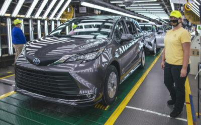 Toyota: 29.999.999 οχήματα+αυτό το Sienna (video)