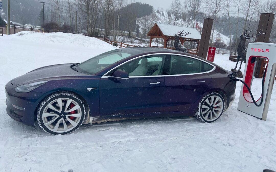 Τα Tesla σώζουν από τον χιονιά, όσο απίθανο και αν φαίνεται