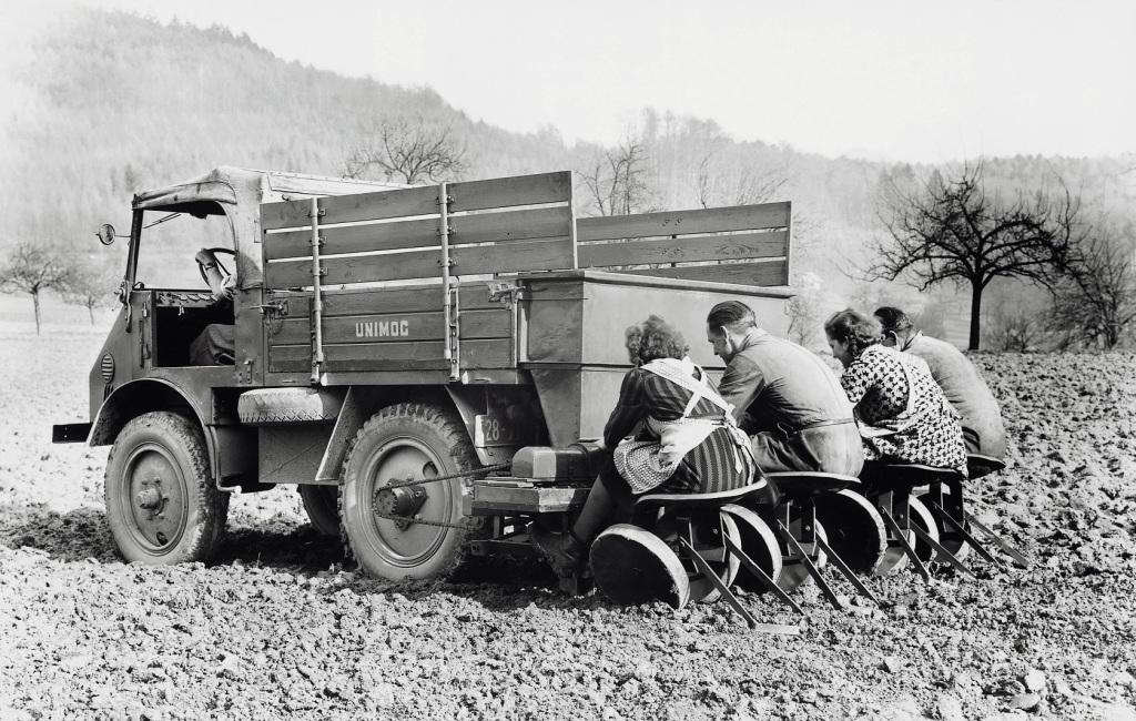 To φορτηγό Unimog που φύτευε πατάτες