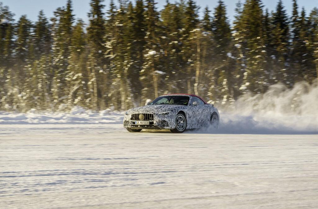 Mercedes-AMG SL: Χιόνια, τετρακίνηση και υφασμάτινη οροφή