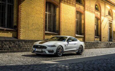 Ford Mustang: Ένας κινητήρας μένει, ένας φεύγει