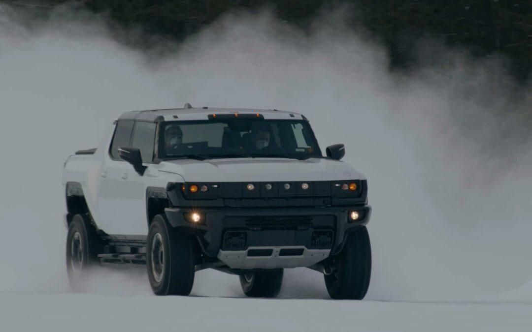 GMC Hummer EV: Χορεύει στο χιόνι (video)