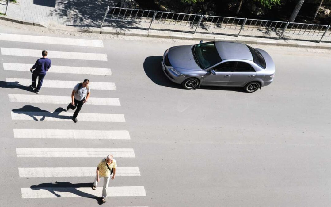 Έρευνα: Όσο ακριβότερο το αυτοκίνητο, τόσο πιο επικίνδυνος ο οδηγός (για τους πεζούς)