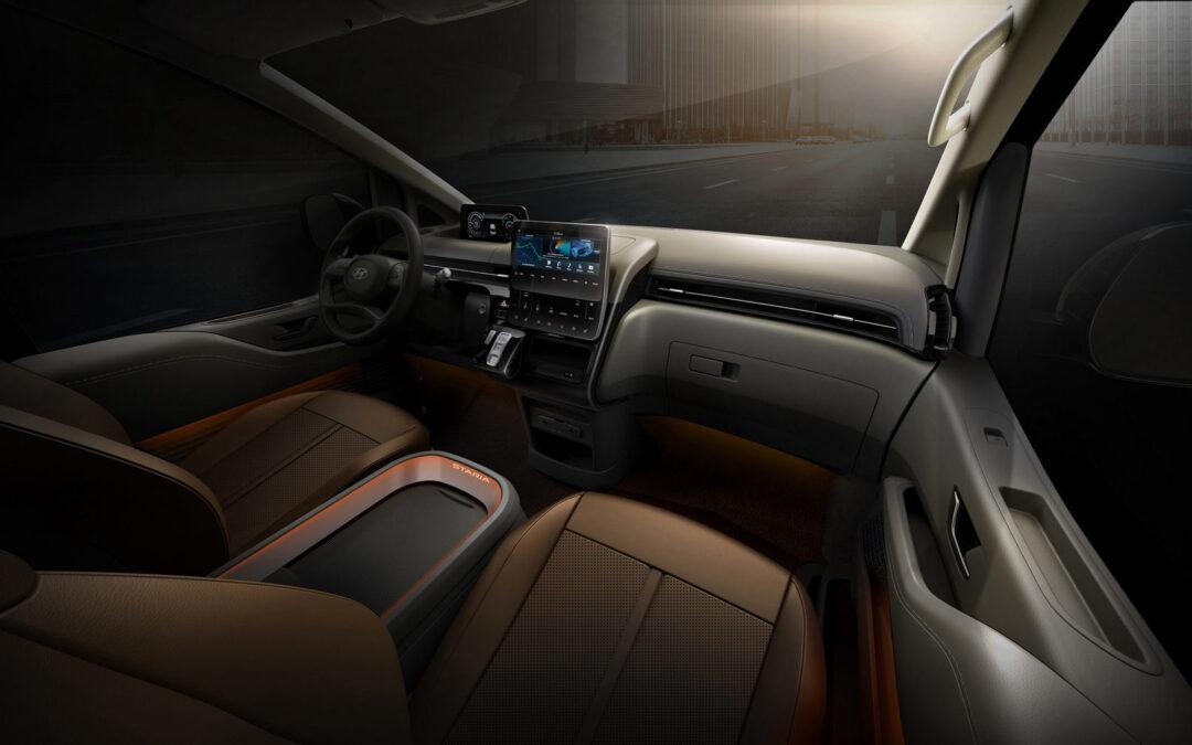 Hyundai Staria: Για 11 επιβάτες, με καθίσματα που ξαπλώνουν και περιστρέφονται