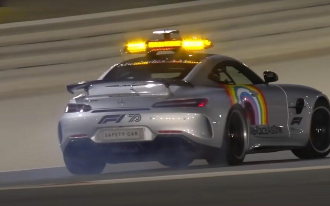 Όταν το safety car της Formula 1 κάνει drift, μέχρι και τα μονοθέσια κάθονται προσοχή! (Video)