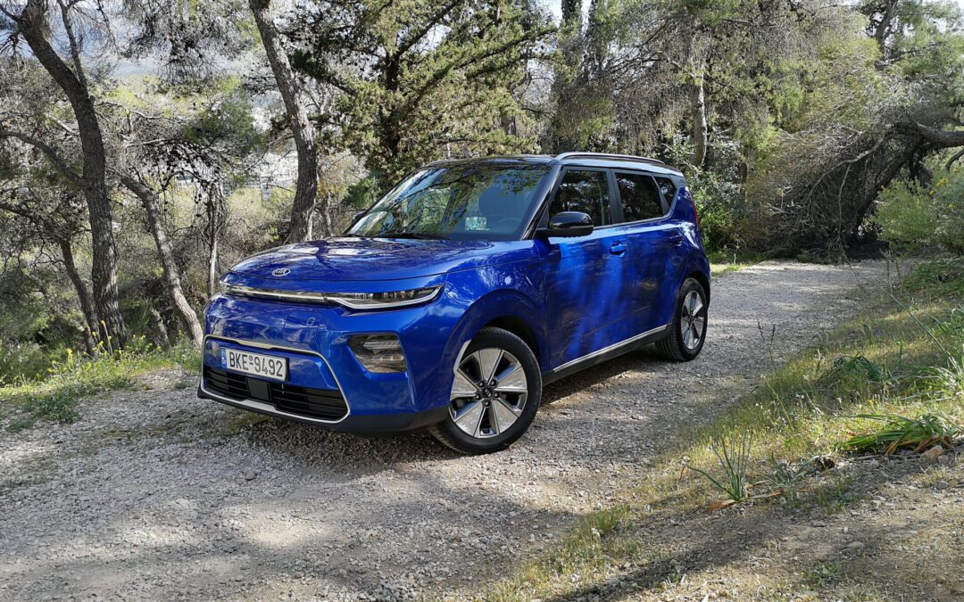 Στο τιμόνι του πιο ιδιαίτερου σχεδιαστικά SUV, του Kia e-Soul