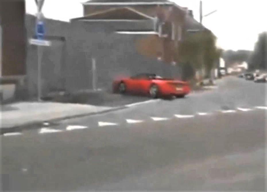 Στούκαρε τη Ferrari πάνω σε τοίχο λόγω…ασχετοσύνης (video)