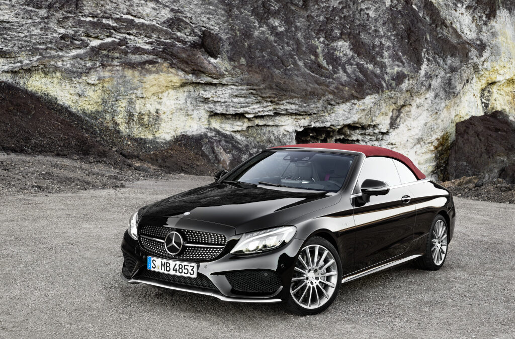 Mercedes: Ανακαλούνται 587 C-Class και GLC στην Ελλάδα