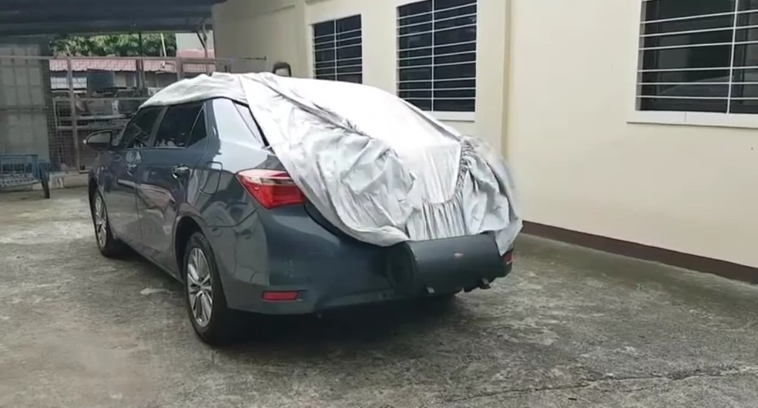 Αυτό θα πει ξεκούραση-Κουκούλα αυτοκινήτου μπαίνει και βγαίνει μόνη της! (video)