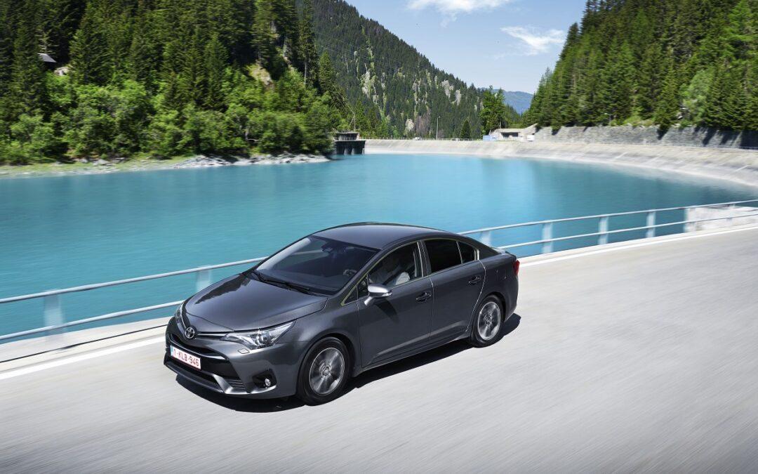 Toyota: Ανακαλούνται Avensis και RAV-4 στην Ελλάδα