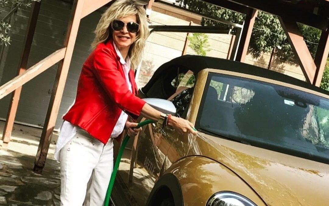 Η Άννα Βίσση μας ανοίγει το γκαράζ της-Πόσα αυτοκίνητα έχει; (photos)