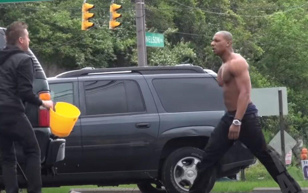 Βλέπεις να σου κλέβουν την βενζίνη! Πώς αντιδράς; (Video)