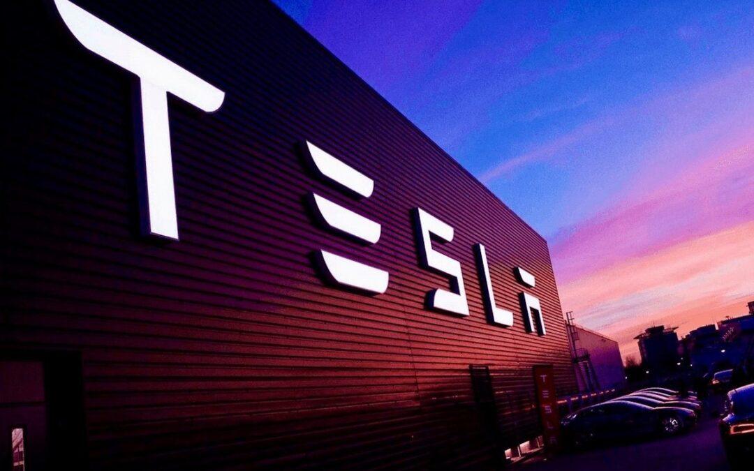 Η Tesla πούλαγε τις πιστώσεις ρύπων της στην FCA έναντι 2 δις. Η Stellantis βάζει τέλος!
