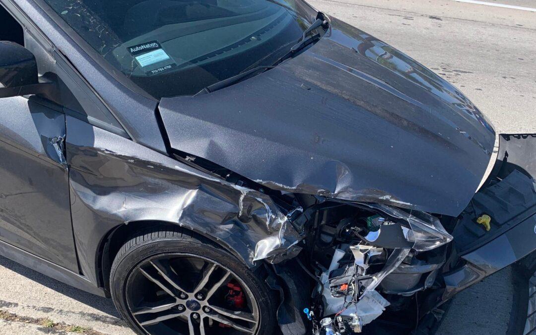Πάρτε του το δίπλωμα! Προκάλεσε ατύχημα, την κοπάνησε αλλά του έπεσε η πινακίδα κυκλοφορίας (video)