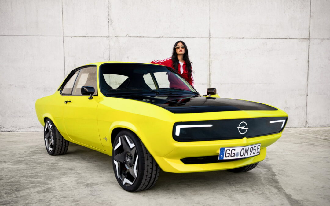 To Opel Manta επέστρεψε πισωκίνητο, με 147 ίππους, 4 ταχύτητες και υποδοχή για πρίζα! (video)