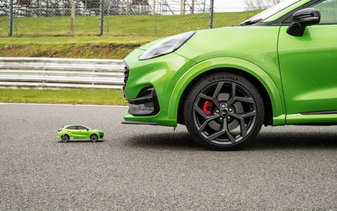 Ξεκαρδιστική κόντρα τηλεκατευθυνόμενης μινιατούρας με το Ford Puma ST των 200 ίππων! (video)