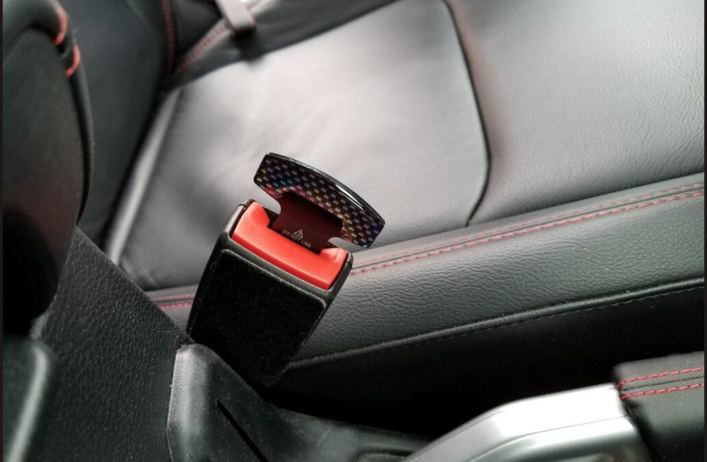 Βάζεις τη ζώνη πίσω από το την πλάτη ή το κάθισμα; Η Tesla θα το ξέρει