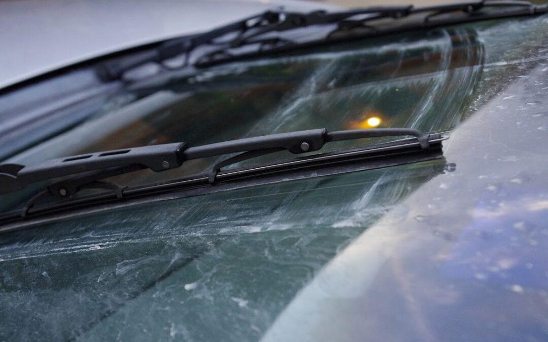 Οδηγώντας με ασφάλεια: Μην τσιγκουνευτείς τα 20 ευρώ για τους υαλοκαθαριστήρες