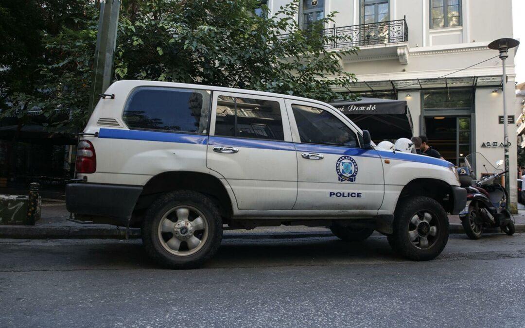 Πρωτόγνωρο συμβάν: Υπαστυνόμος στη Ρόδο διαλύει το αυτοκίνητο Αστυνομικού Διευθ. (Videos)