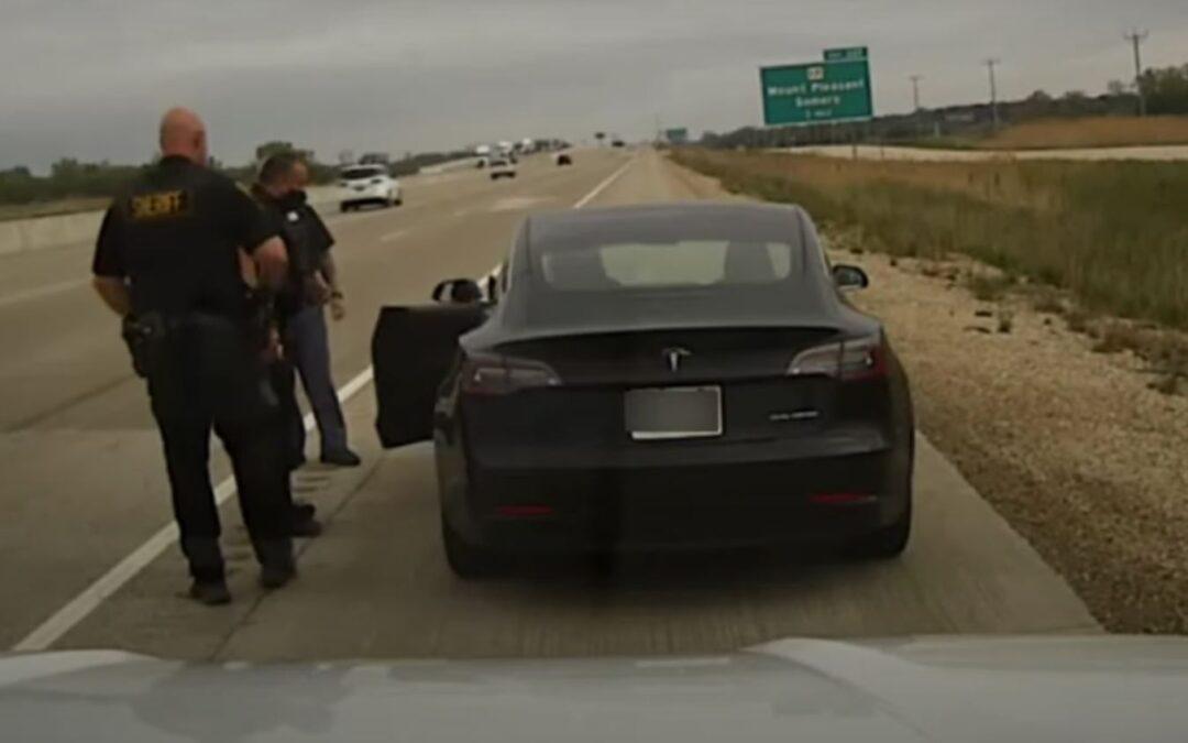 Οδηγός κοιμήθηκε μέσα σε Tesla που κινούνταν με 130 χλμ./ώρα! (video)