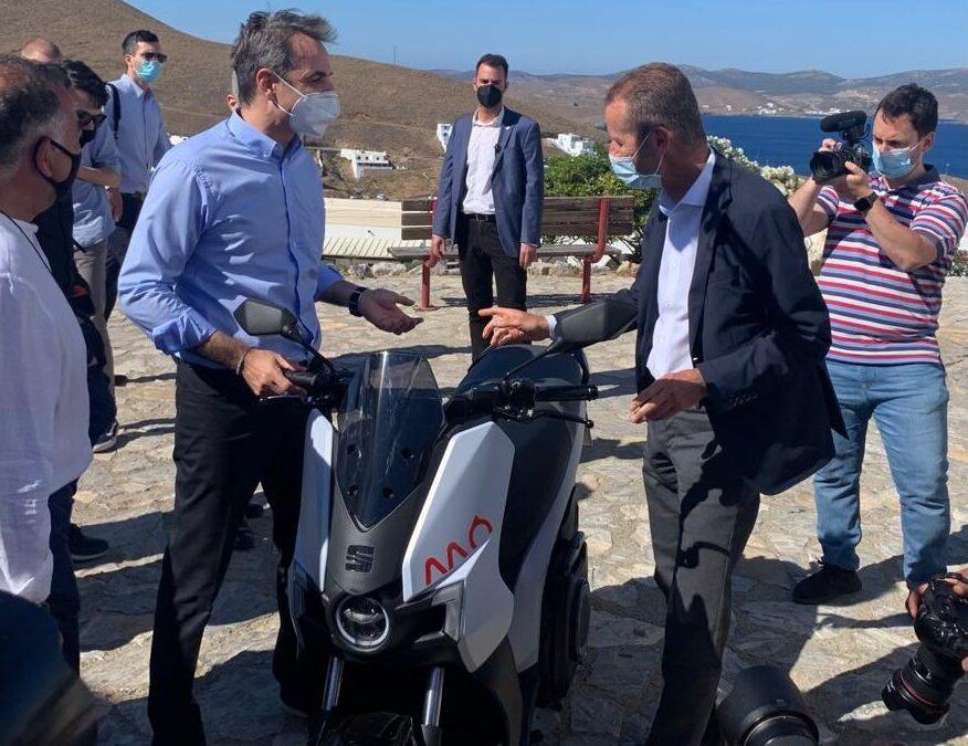 Συνάντηση κορυφής και στη μέση το Seat Mo e-scooter