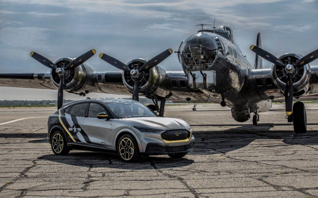 Παράσημο στις γυναίκες πιλότους του Β΄ Παγκοσμίου Πολέμου ένα ηλεκτρικό Mustang Mach-E