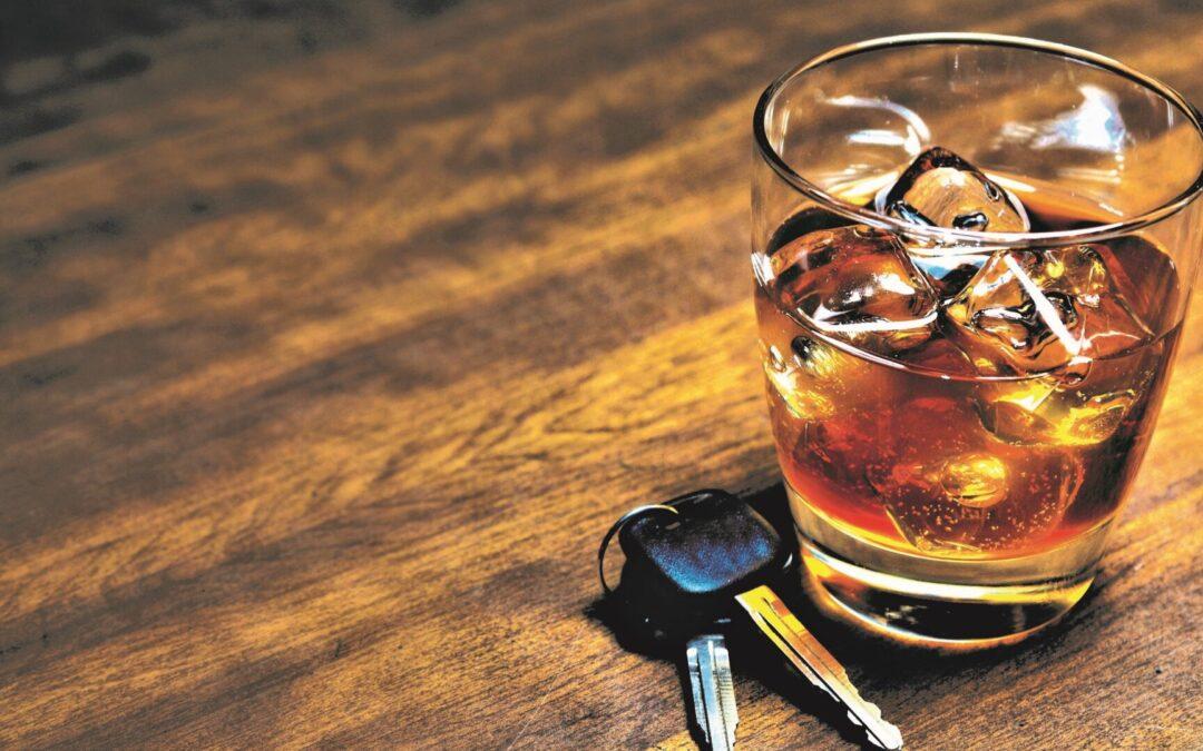 Οδηγώντας με ασφάλεια – Αλκοόλ: Πόσο επιτρέπεται να πιεις και πόσο αντέχεις στην πραγματικότητα;